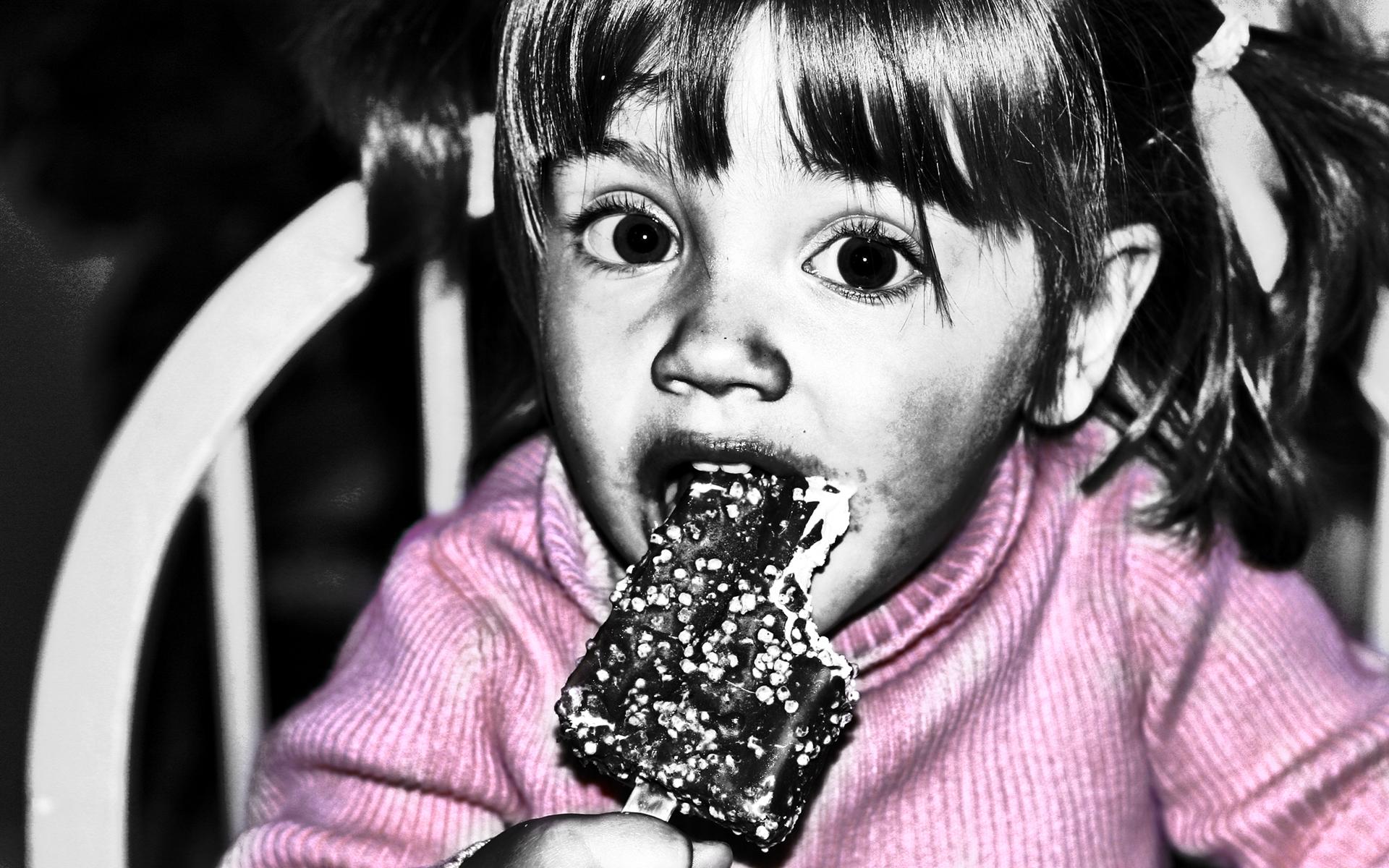 angel-eating-ice-cream
