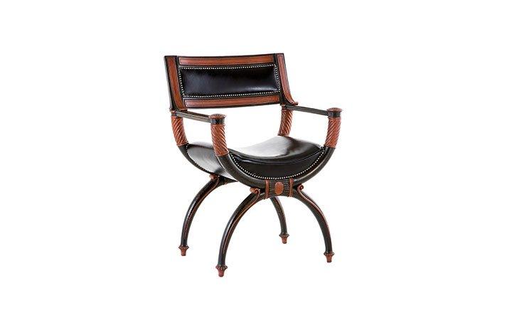 Sono sedie da cucina dalla forma classica ma dai colori assolutamente fuori dal comune: Precious Leather Solid Wood Armchair Art 332 Chelini