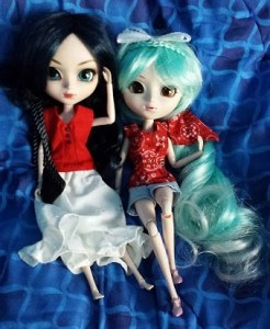 Image of two Pullip dolls sitting side-by-side, wearing handmade clothes