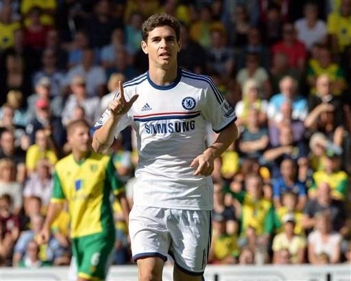 Oscaar comemora o primeiro gol da partida contra o Norwich. (Foto: AP)