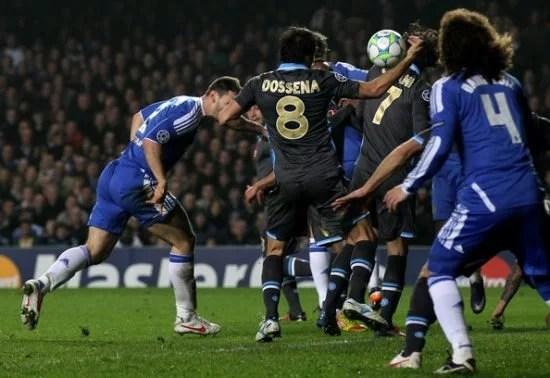 Time de Londres venceu por 3 a 1 no tempo regulamentar. Posteriormente, Ivanovic marcou o gol da classificação do Chelsea.