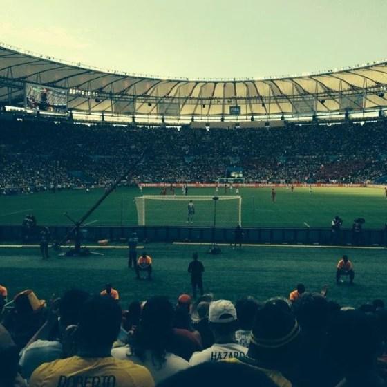 Courtois acompanhando o confronto (Foto: Rafael França/Chelsea Brasil)