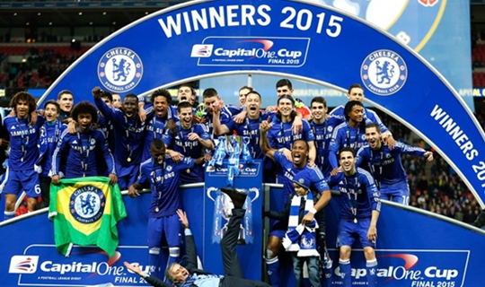 Os Blues celebraram o título da Capital One Cup (Foto: Reuters)