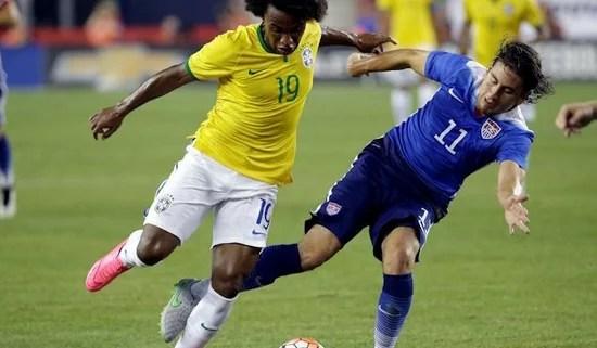 Willian representando o Brasil em amistoso contra os EUA (Foto: Chelsea FC)