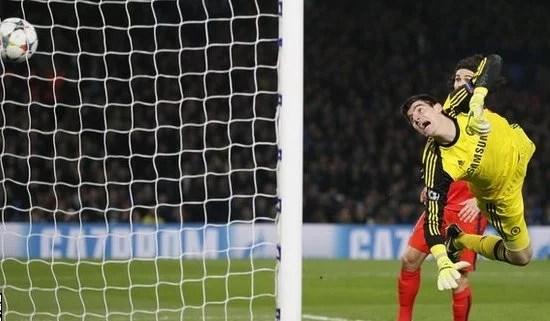 Gol de Thiago Silva eliminou o Chelsea da Champions League (Foto: Reuters)