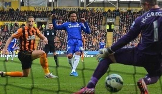 O talismã Rémy fez o gol da vitória em Kingston Upon Hull (Foto: Getty Images)