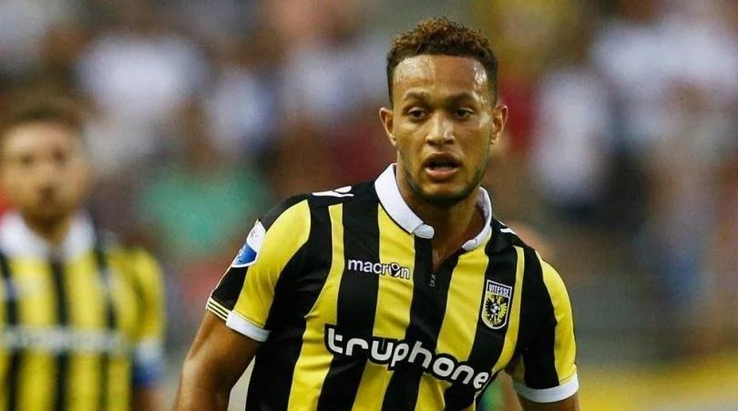 Baker é um dos emprestados ao Vitesse (Foto: Four Four Two)