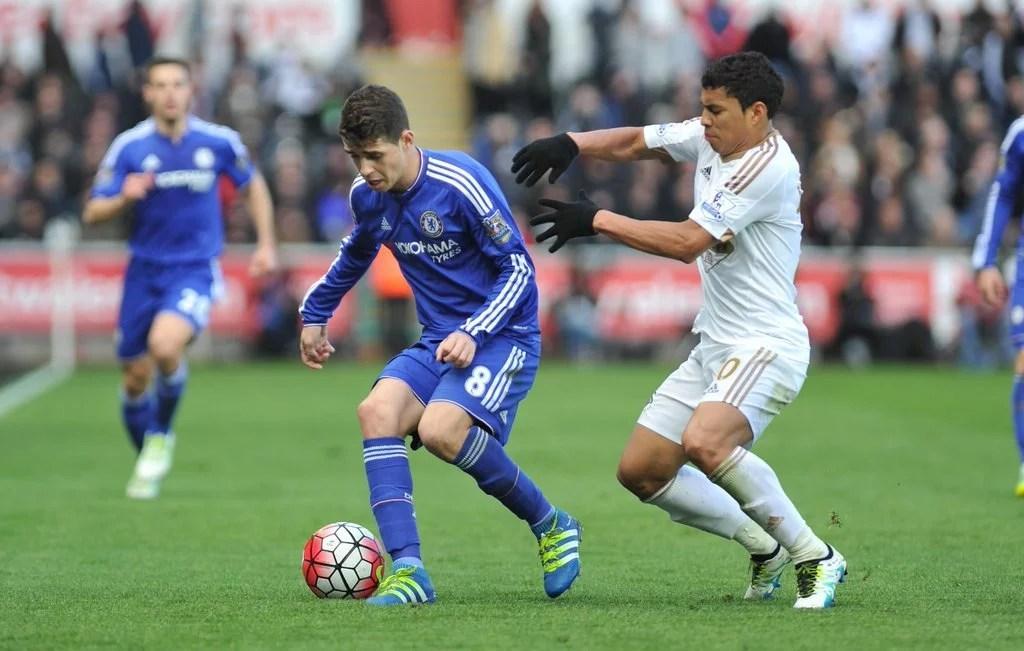 Oscar não se omitiu, mas pouco produziu (Foto: Twitter oficial do Chelsea FC)