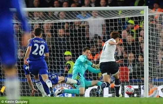 Chelsea dá espaços e Tottenham abre 2 a 0