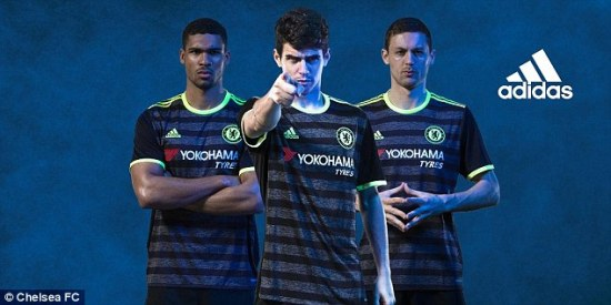 Loftus-Cheek, Oscar e Matic promovem os novos kits para 2016/17 (Foto: Chelsea FC)