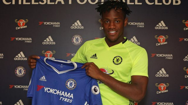 Batshuayi pode surpreender em sua estreia (Foto: Chelsea FC)