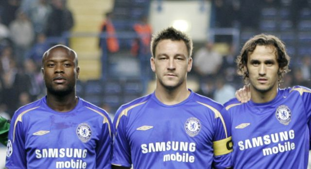 The Chelsea team group. Back Row (l-r) Arjen Robben, Petr Cech, William Gallas, John Terry, Ricardo Carvalho, Frank Lampard. Front row (l-r) Michael Essien, Claude Makelele, Didier Drogba, Paulo Ferreira and Damien Duff with mascot