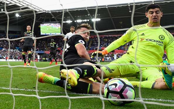 602409286-chelsea-goalkeeper-thibaut-courtois-and-gary-gettyimages-1473659352-800