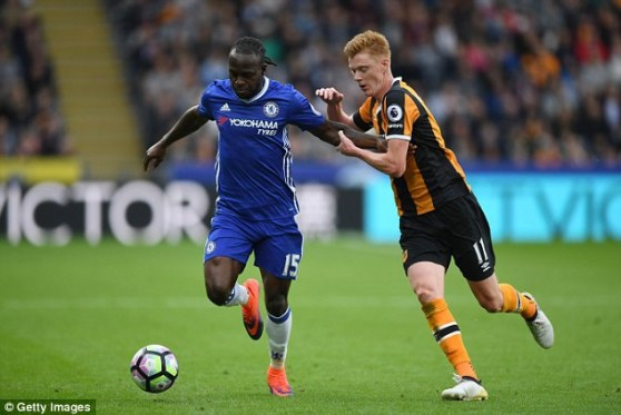 Moses (esq.) passa por sua melhor fase no Chelsea desde que chegou em 2012