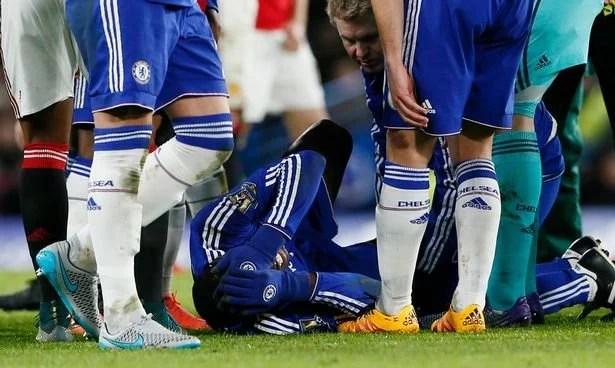 Francês chora em campo após séria lesão, ainda na temporada passada (Foto: Reuters)