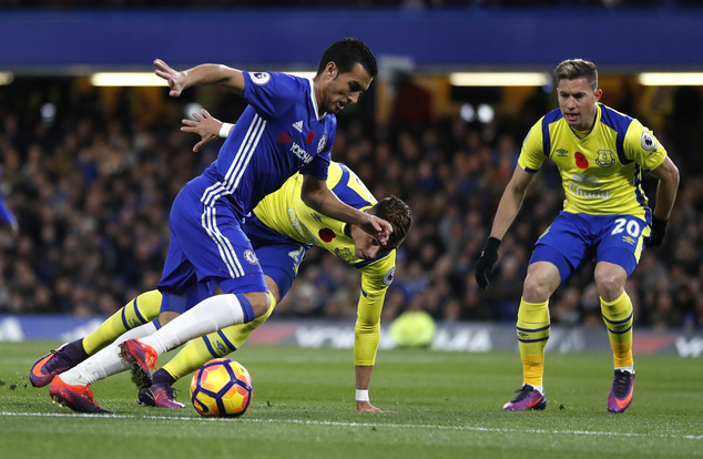 Chelsea's Pedro , left, vies with Everton's Ramiro Funes Mori, behind, during the English Premier League soccer match between Chelsea and Everton at Stamford Bridge stadium in London, Saturday, Nov. 5, 2016. (AP Photo/Kirsty Wigglesworth)