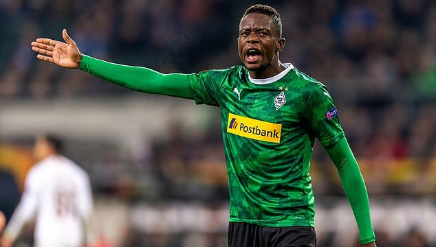 Chelsea monitora Denis Zakaria, atleta do Monchengladbach. (Getty Images)