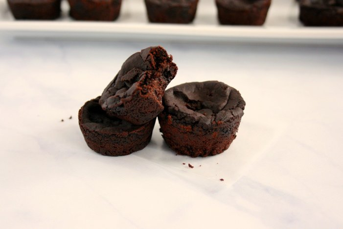 Looking for a treat to satisfy your sweet tooth? Don't let their small size fool you! These rich and gooey black bean brownie bites are filled with flavor and nutrition. Good things do come in small packages!