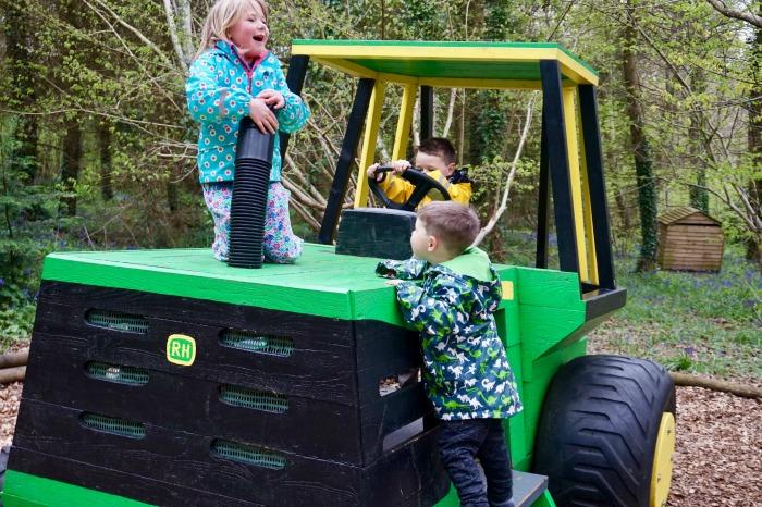 Tractor Robin Hill