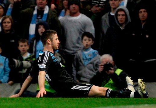 Cahill vs Manchester City