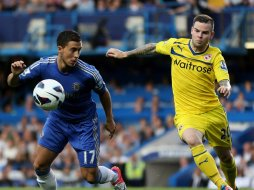 Chelsea-v-Reading-Eden-Hazard-v-Danny-Guthrie_2815478