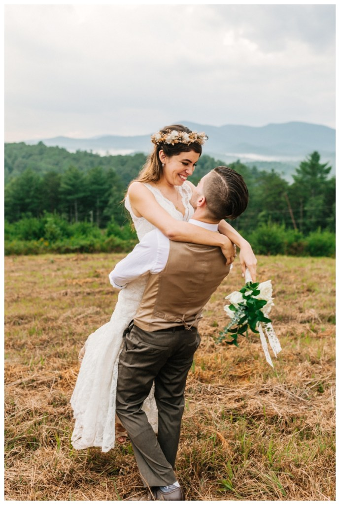 Destination_Wedding_Photographer_Mountain-Top-Cabin-Wedding_Elizabeth-and-Benjamin_Dahlonega-GA_0122.jpg