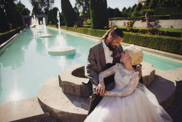 couple sits at parkwood estate fountain