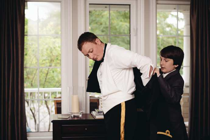 groom getting ready in brooklin