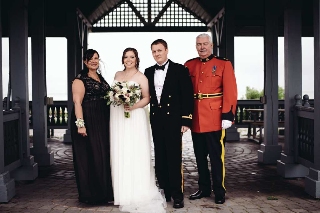 family wedding photo at heydenshore park whitby