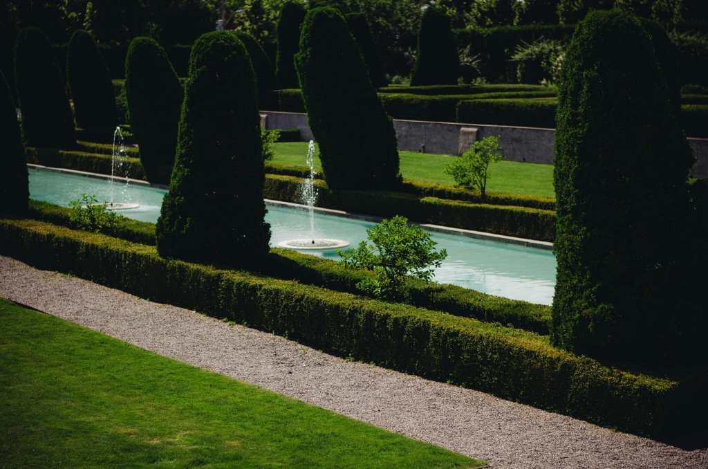 back garden at parkwood estate wedding venue