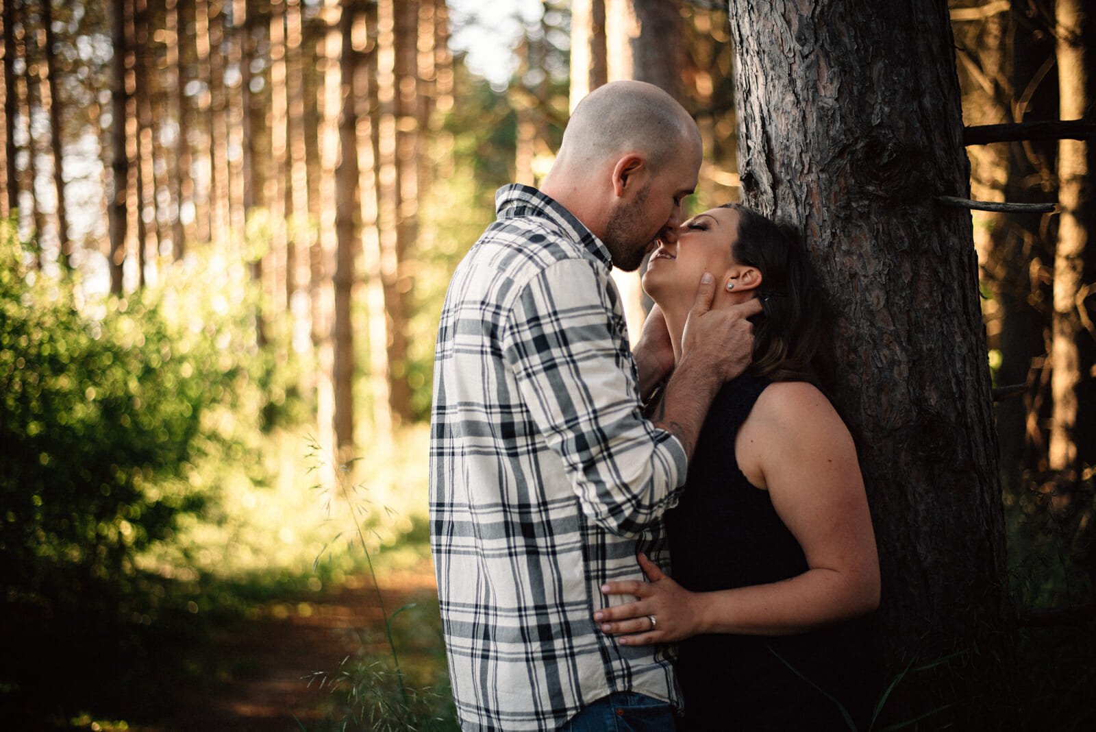 couple kiss against tree in ontario provincial park
