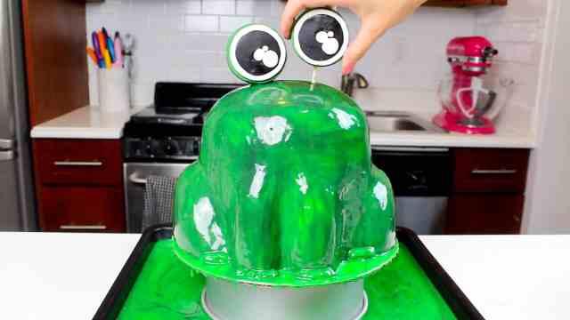 adding eyebll to frog cake