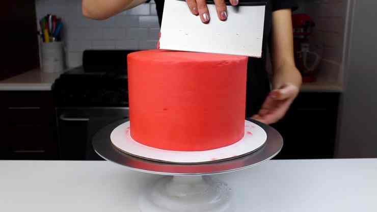 smoothign red frosting sweater cake-2