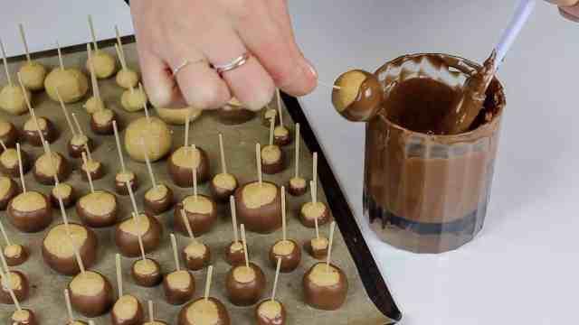 chocolate drip on buckeye
