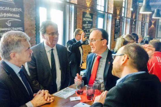 im Gespräch mit IHK Geschäftsführer Hans-Jürgen Wunderlerlich, Regionalpräsident Gunnar Bertram und Nico Brünnler [Mdl)
