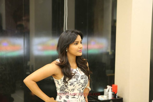 priyaanand-actress-latest