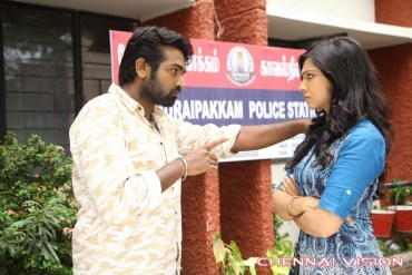 Kadhalum Kadandhu Pogum Tamil Movie Photos