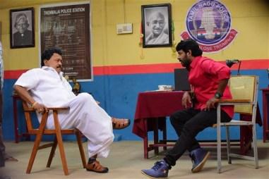 Avathara Vettai Tamil Movie Photos 17