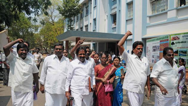 DMK Councillors walk out from Chennai Corporation meeting