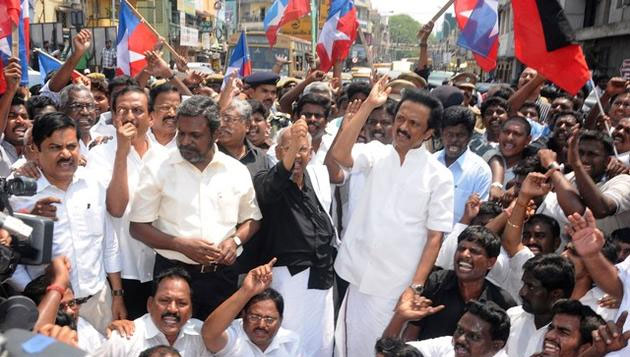 Mixed response to bandh in TN; Stalin, Vaiko, Thiruma arrested