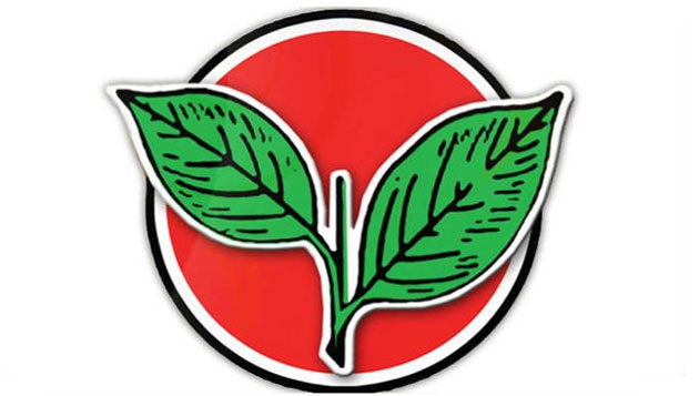 EC freezes AIADMK symbol, name; OPS 'shocked', Dinakaran 'ready for fight'