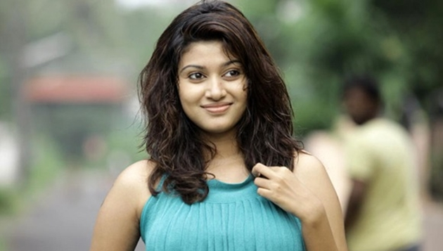 Oviya's sudden surprise to fans