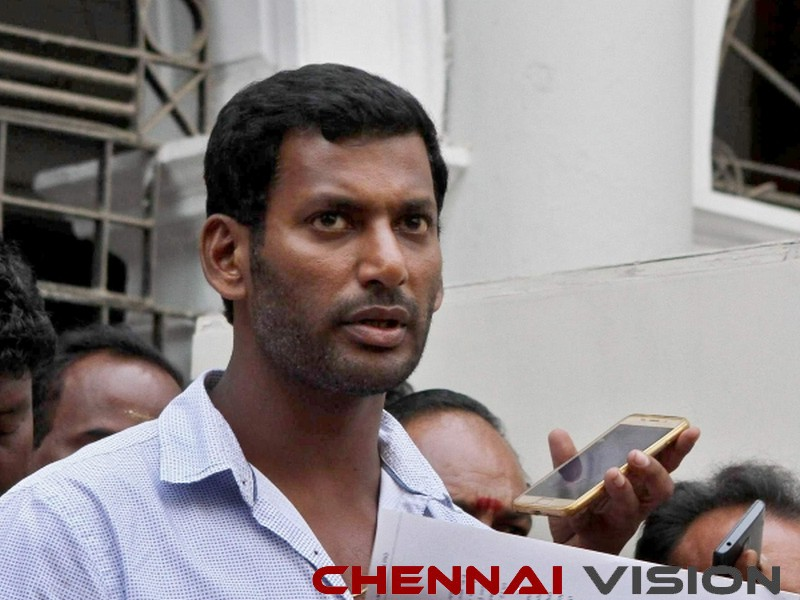 Producers stage protest against Vishal