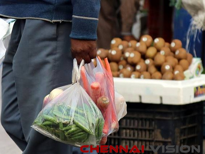 HC's warning to officials over plastic ban, asks them not to harass traders