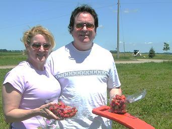 Matt and Andra pickin' in the heat!
