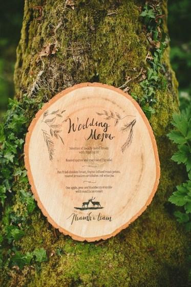 creative-wedding-menu-ideas-on-tree-stump