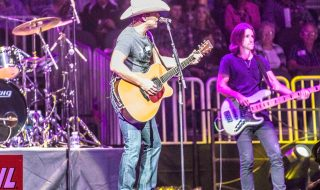 dustin-lynch-3