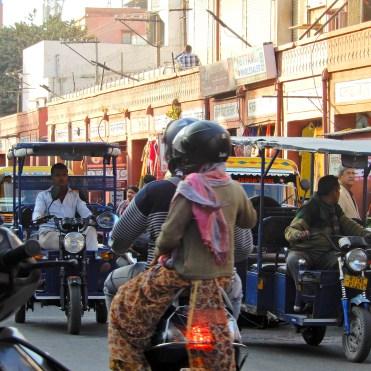 India traffic Jaipur bikes motorcycle tuk tuk cherrylsblog.com DSCN0035