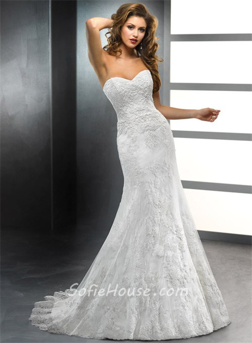 vintage lace wedding dress with sweetheart neckline and detachable train