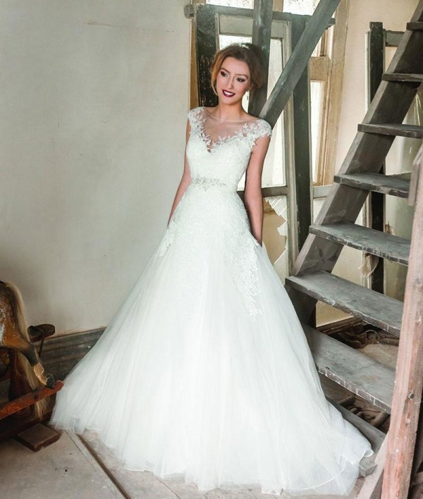 a line lace tulle wedding dress with sleeves